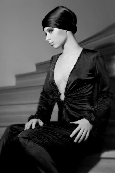 Юлия Савичева в платье без белья