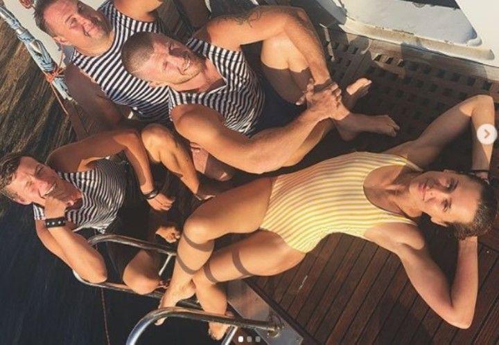 Анастасия Микульчина в купальнике