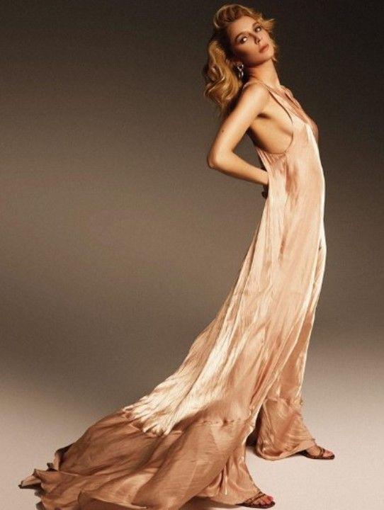 Екатерина Рокотова в голом платье