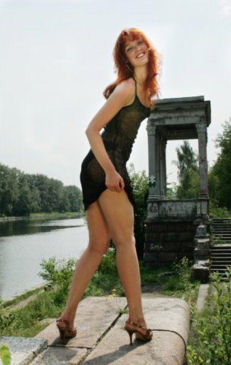 Евгения Шипова в голом платье
