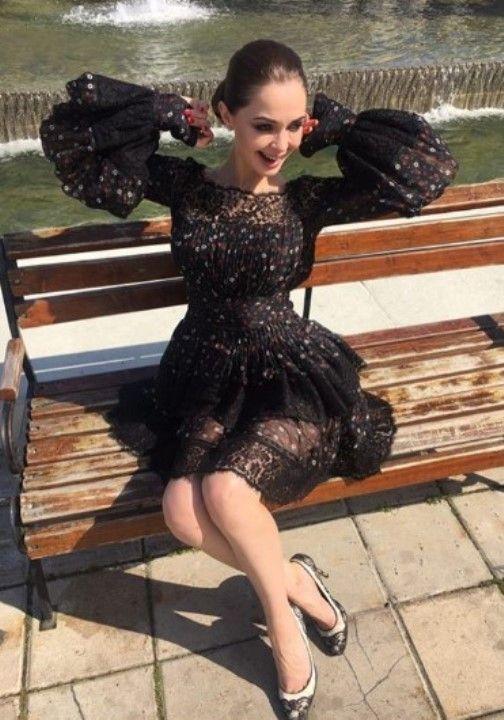 Лилия Лаврова в откровенном платье