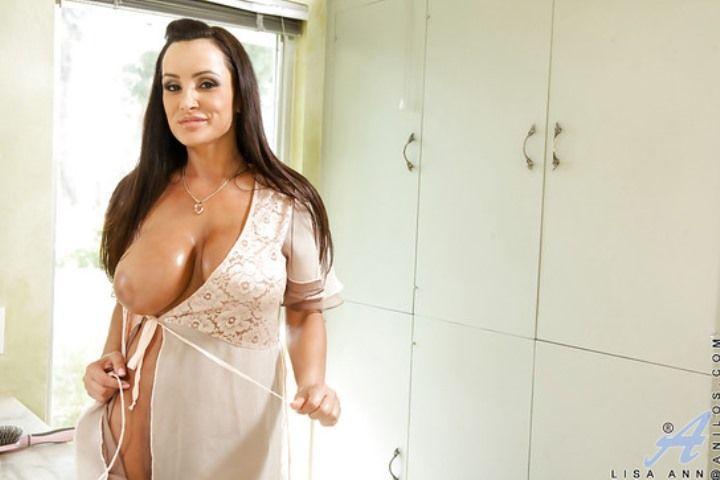 Лиза Энн порно актриса