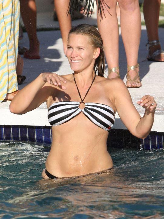 Наташа Хенстридж в купальнике