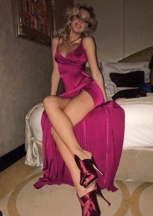 Оксана Стрельцова в откровенном платье