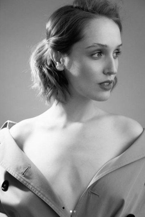Софья Ардова с голой грудью