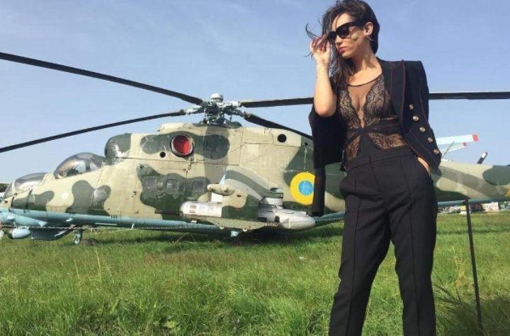 Татьяна Денисова в прозрачной блузке без лифчика