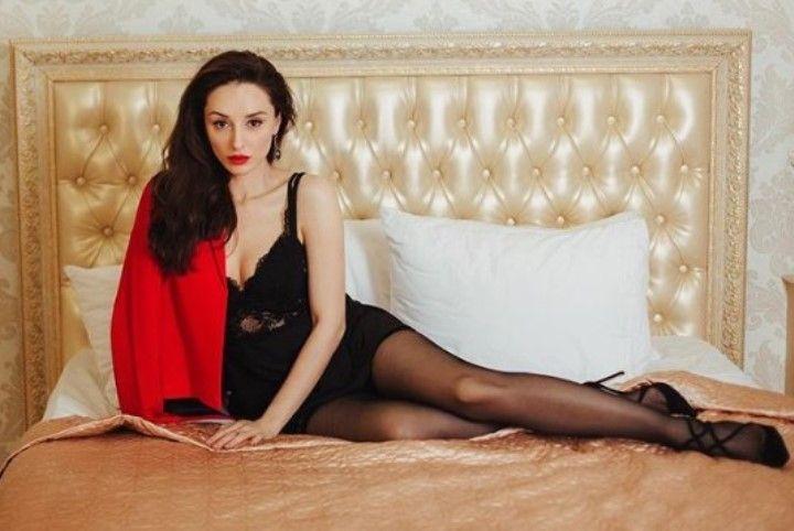 Юлия Майборода в белье и колготках