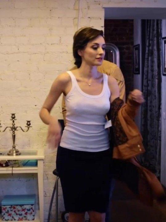 Юлия Майборода с торчащими сосками