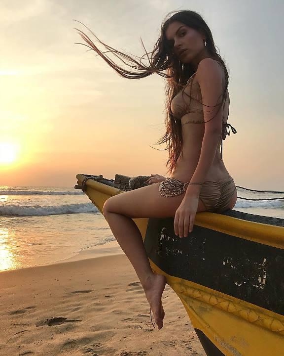 Алена Венум в купальнике
