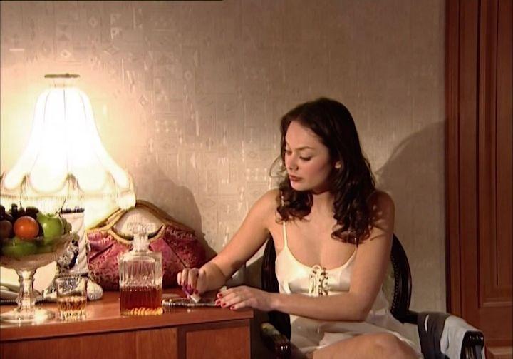 Алёна Баркова в ночнушке