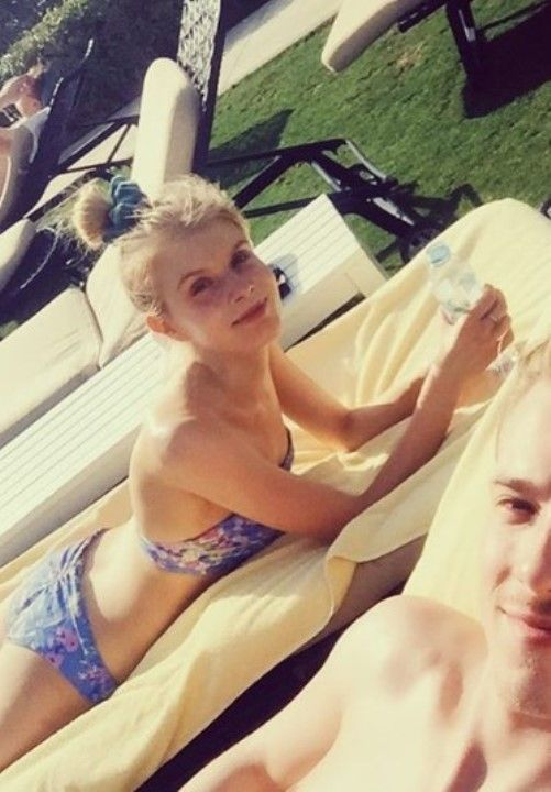 Алина Томникова в купальнике