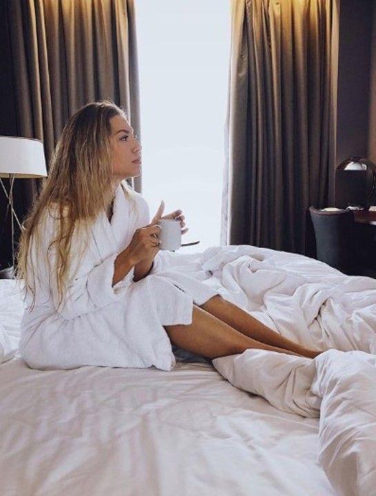 Алёна Минчук в постели