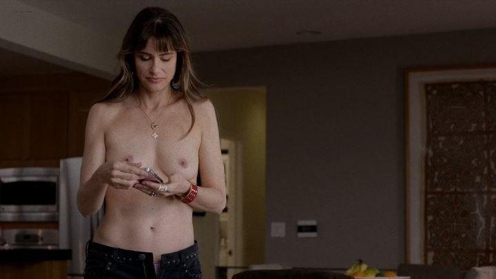 голая грудь Аманды Пит