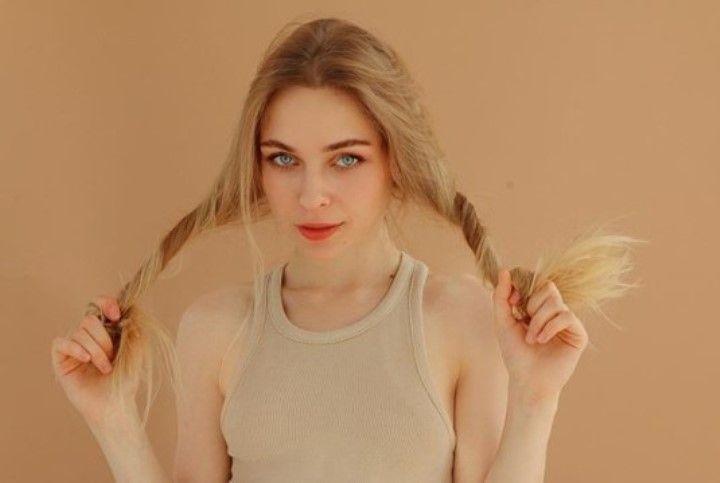 Анастасия Крылова без лифчика