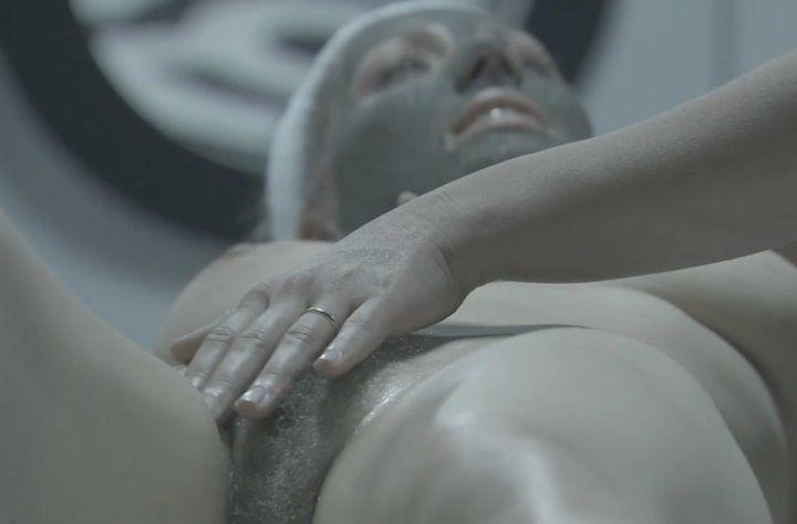 Анне Жимской ласкают вагину