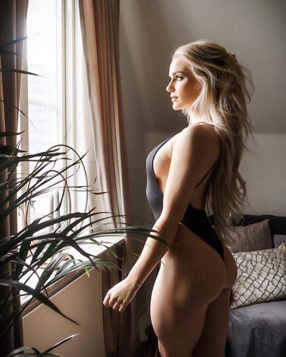 Анна Нистром в купальнике
