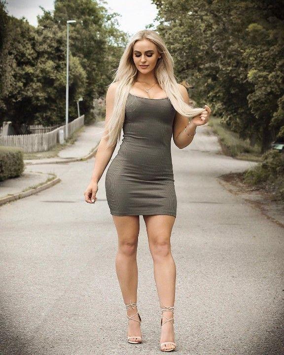 Анна Нистром в мини платье