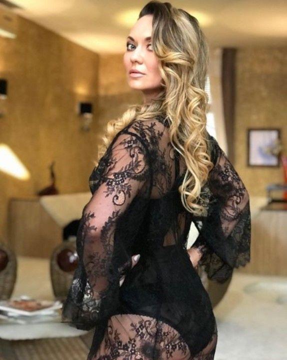 Анна Саливанчук в голом платье