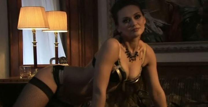 Анна Саливанчук в белье и чулках