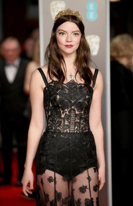 Аня Тейлор Джой в голом платье