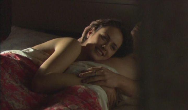 Елена Шамова в постельной сцене