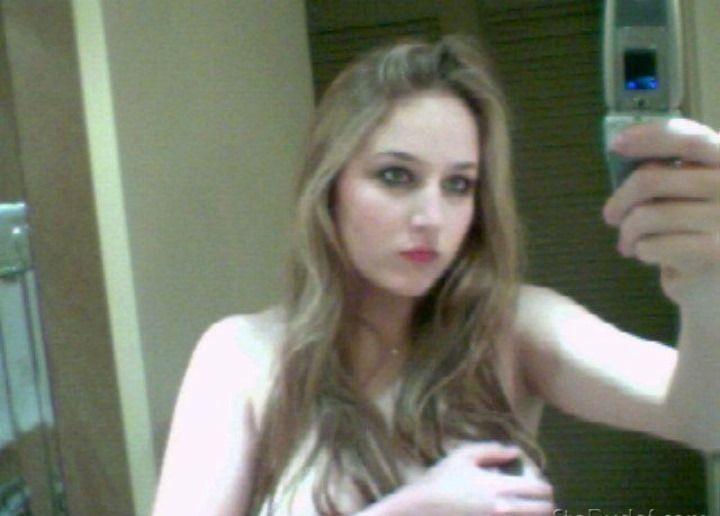 голая Лили Собески на слитых фото от хакеров