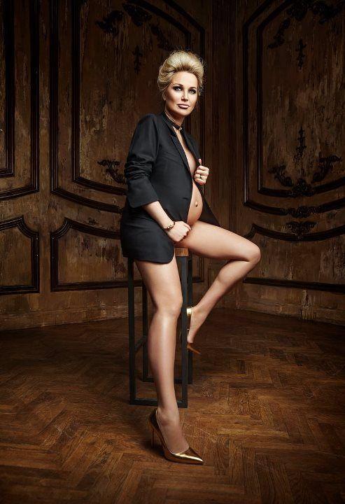 Мария Максакова в пиджаке на голое тело