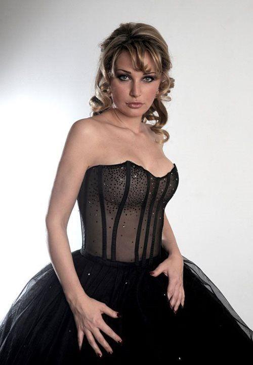 Мария Максакова в голом платье