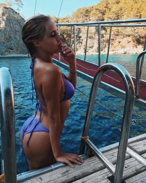 Мария Гамаюн в купальнике