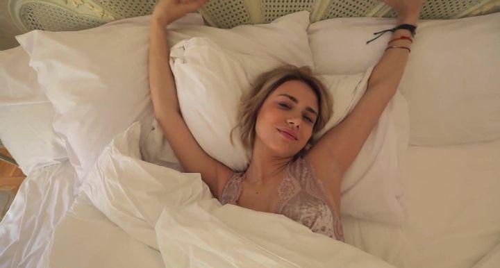 обнаженная Мария Гамаюн в постели