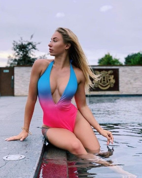 Мария Соколова в купальнике