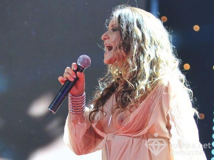 Наталья Могилевская певица в голом платье