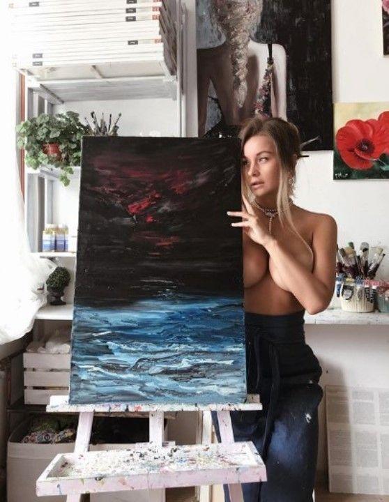 Ольга Катышева с голой грудью