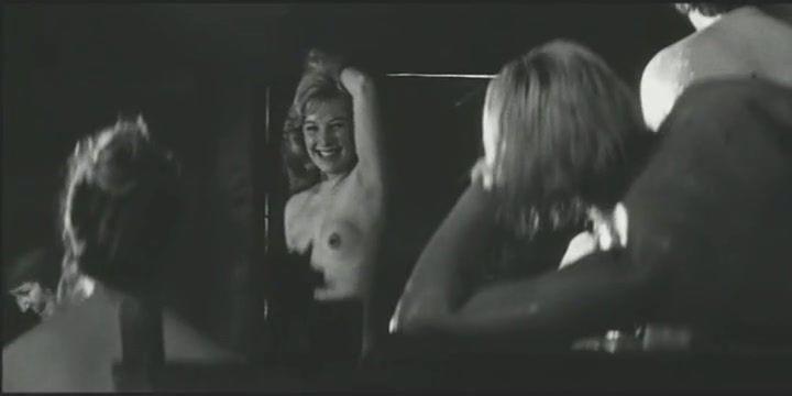 голая Ольга Остроумова в бане