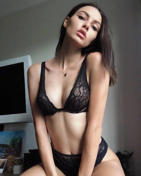 фото Полины Фаворской в белье