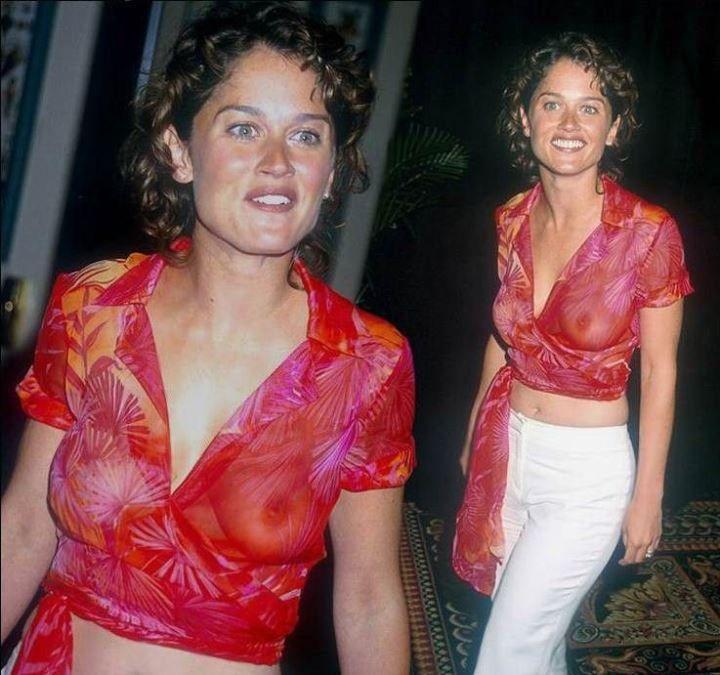 Робин Танни в прозрачной блузке без лифчика