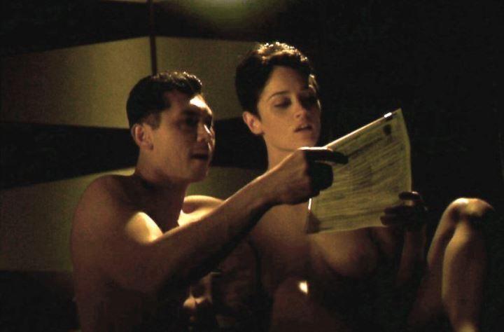 Робин Танни с голой грудью