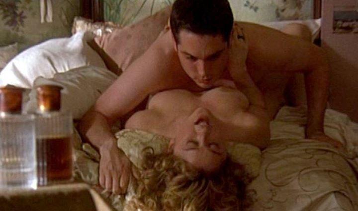 голую Робин Танни имеют на кровати