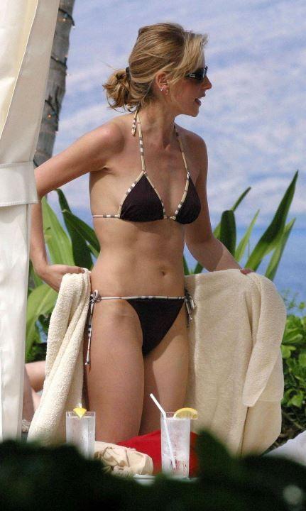 Сара Мишель в купальнике