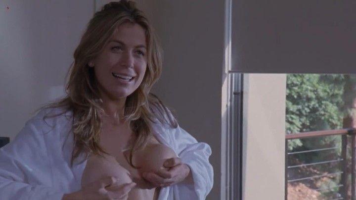 Соня Уолгер с голой грудью