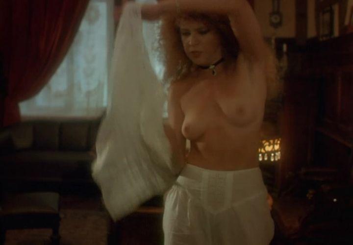 Татьяна Догилева с голой грудью