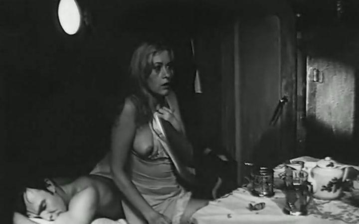 голая грудь Валентины Талызиной