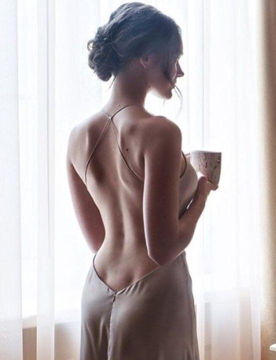Вика Писарева в голом платье