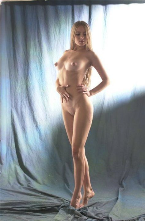 Юлия Ахонькова с голой грудью