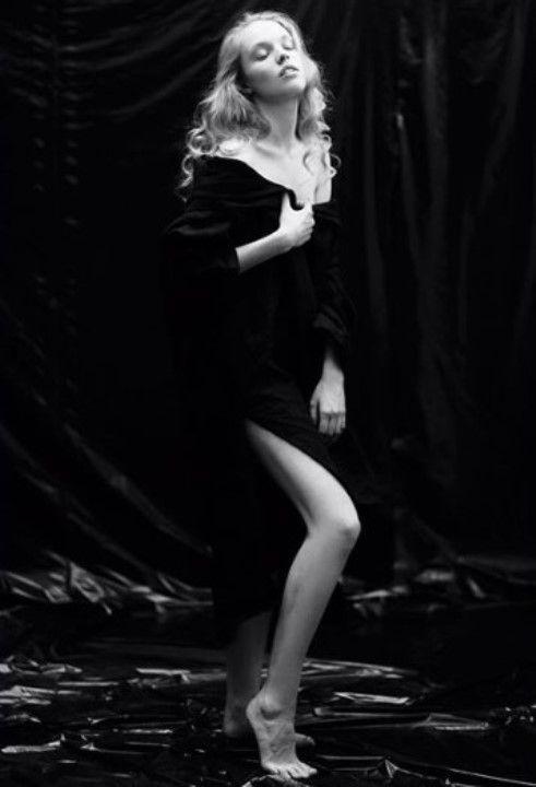 Юлия Макарова в откровенном платье