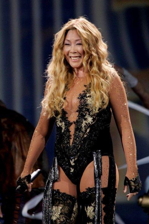 Анита Цой в нижнем белье на концерте