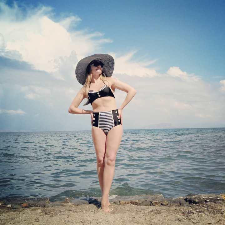 Анна Шафран в купальнике