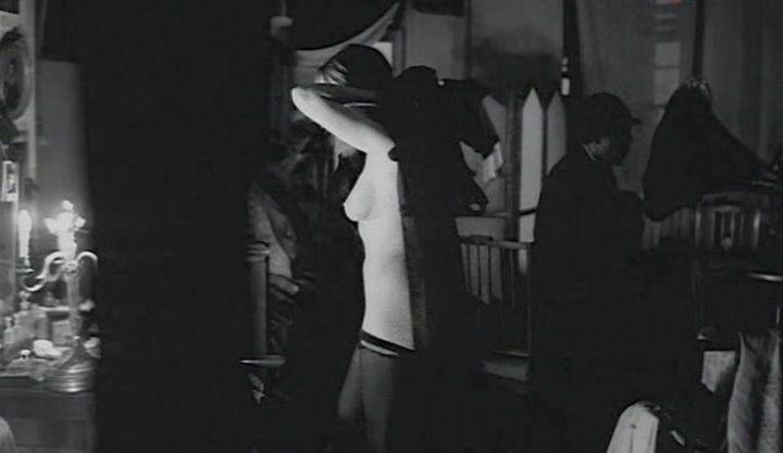 голая грудь Анжелики Неволиной