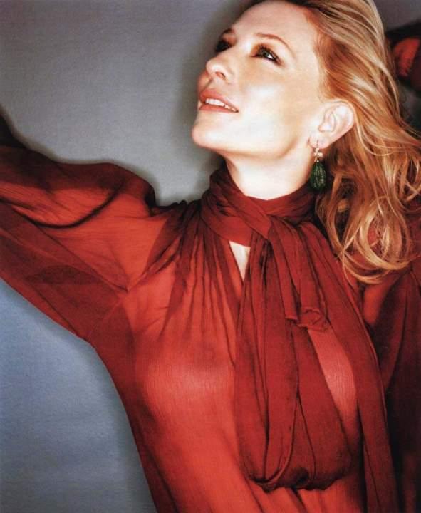 Кейт Бланшетт в прозрачной блузке без лифчика