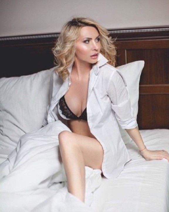 Элина Камирен в нижнем белье